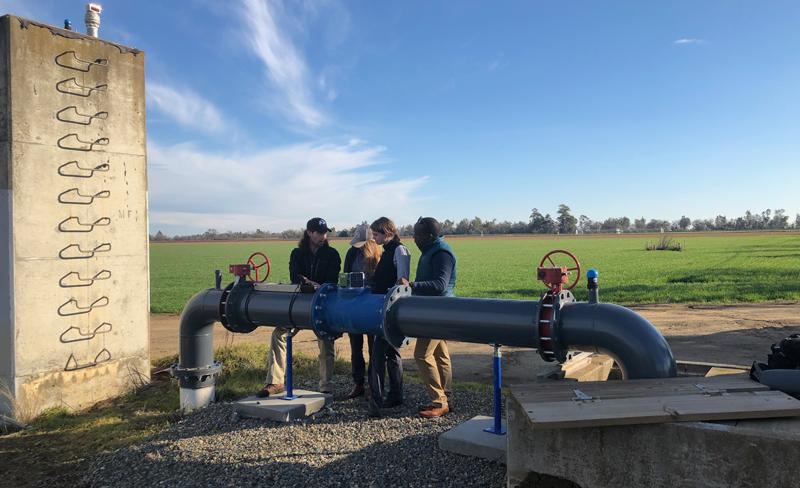 Los sensores de bajo coste conectados vía satélite se colocan en las bombas de extracción de agua del los acuíferos.