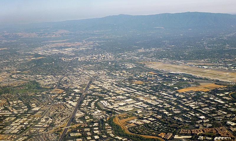 Foto aérea de Silicon Valley, centro mundial de innovación tecnológica. Foto: Wikipedia / Coolcaesar