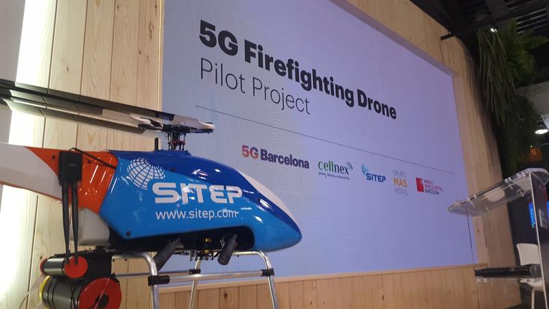 """El proyecto piloto """"Dron contra incendios 5g"""" tiene un diseño de pequeño helicóptero y está equipado con sensores y cámaras capaces de captar, analizar y transmitir imágenes de vídeo de alta resolución."""
