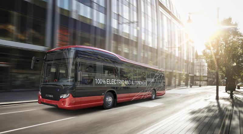 Uno de los autobuses autónomos y eléctricos que realizará pruebas en ruta real en uno de los barrios residenciales a las afueras de Estocolmo a partir del año que viene.