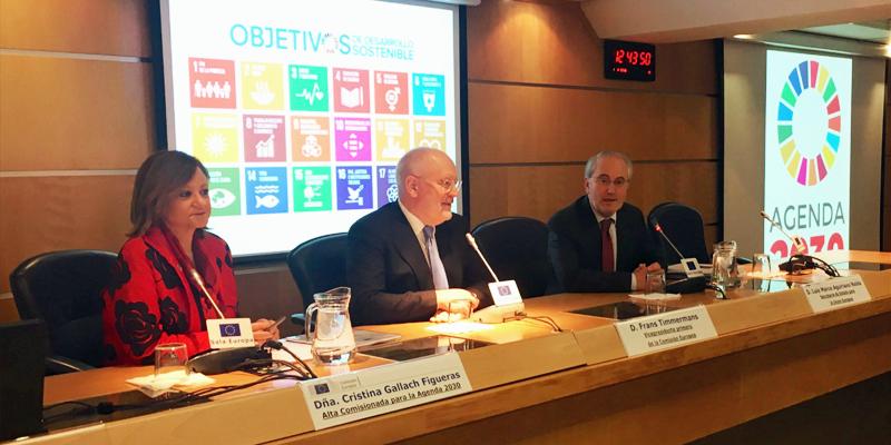 """Frans Timmermans, en la presentación en Madrid del documento de reflexión de la Comisión Europea """"Hacia una Europa más sostenible de aquí a 2030""""."""