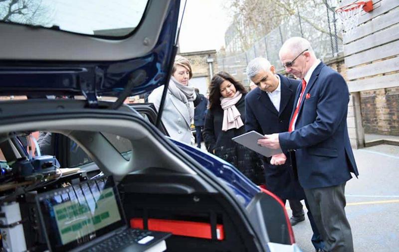 Google Street View ha equipado dos coches con sensores móviles para tomar mediciones de la calidad del aire mientras circulan por las calles de Londres.
