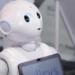 Un robot reconoce la información del DNI y registra en blockchain los datos de la transacción del usuario