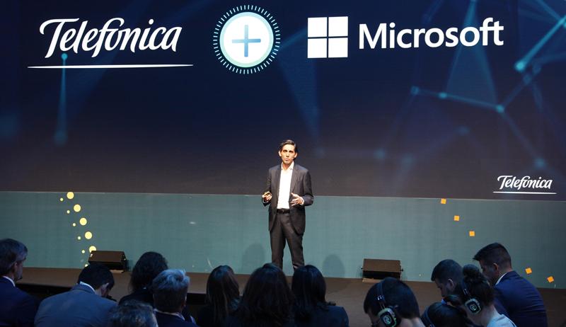 José María Álvarez-Pallete, presidente ejecutivo de Telefónica, durante el acto en el MWC19 en el que anunció la alianza entre Telefónica y Microsoft para explorar nuevas formas de negocio con inteligencia artificial.