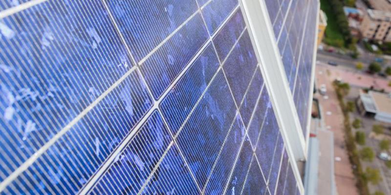 Las entidades públicas o privadas pueden enviar sus proyectos en materia de energía al correo electrónico habilitado por el IDAE, que los evaluará para su posible financiación. Foto: IDAE. Edificio Torre Garena