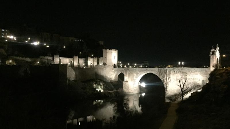 El Puente de Alcántara, en Toledo, con la nueva iluminación conectada a la plataforma Interact Landmark.