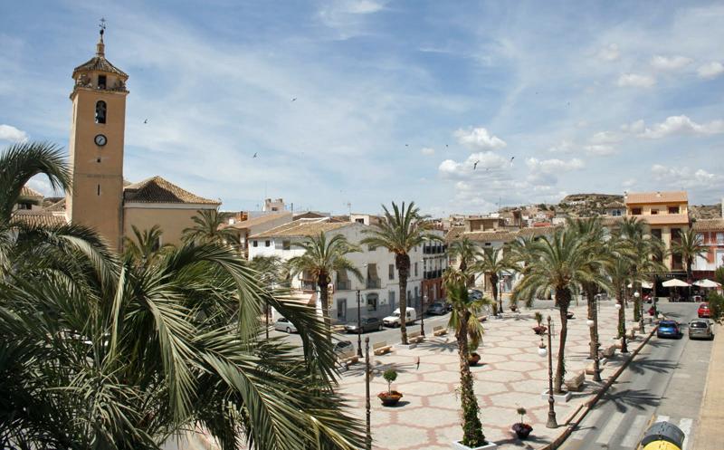 Plaza de Albox, en Almería El municipio de Albox ha desplegado una red inalámbrica municipal para soportar la aplicación de diferentes tecnologías de ciudad inteligente.