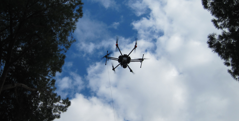 La estrategia abre un proceso de revisión de la regulación que tiene que ver con la movilidad para dar cabida a nuevos vehículos, como los drones y sus vuelos.