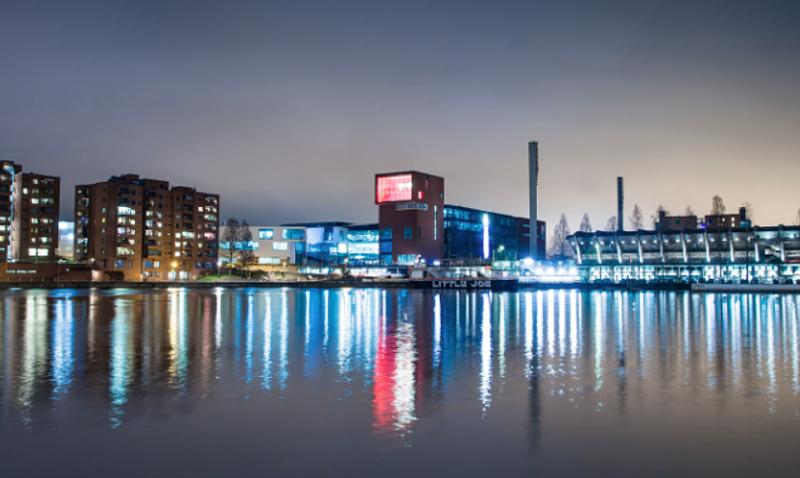 El despliegue de iluminación inteligente que incorpora una red de telecomunicaciones que facilite los servicios y aplicaciones IoT, es otro de los proyectos pilotos de Smart Tampere.