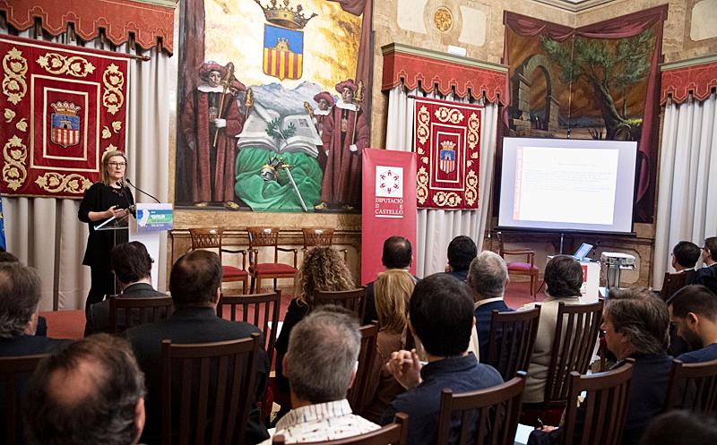 """Inés Leal, directora del Congreso Ciudades Inteligentes, durante su ponencia en la jornada """"Castellón Territorio Inteligente: Retos de Futuro"""", en la que se ha dado a conocer la plataforma SmartVillages."""