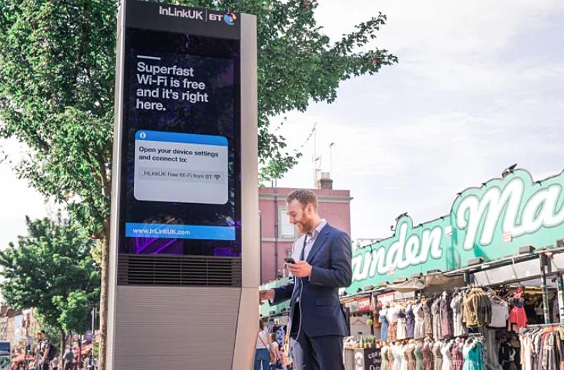 Uno de los tótems o cabinas digitales que ofrecen conexión wifi y posibilidad de hacer llamadas gratuitas que son bloqueadas automáticamente a partir de un algoritmo cuando son delictivas o fruto de comportamientos vandálicos.