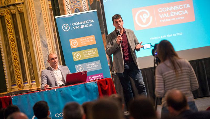 El diputado de Modernización, Iván Martí, explica en un acto la iniciativa Connecta Valencia.