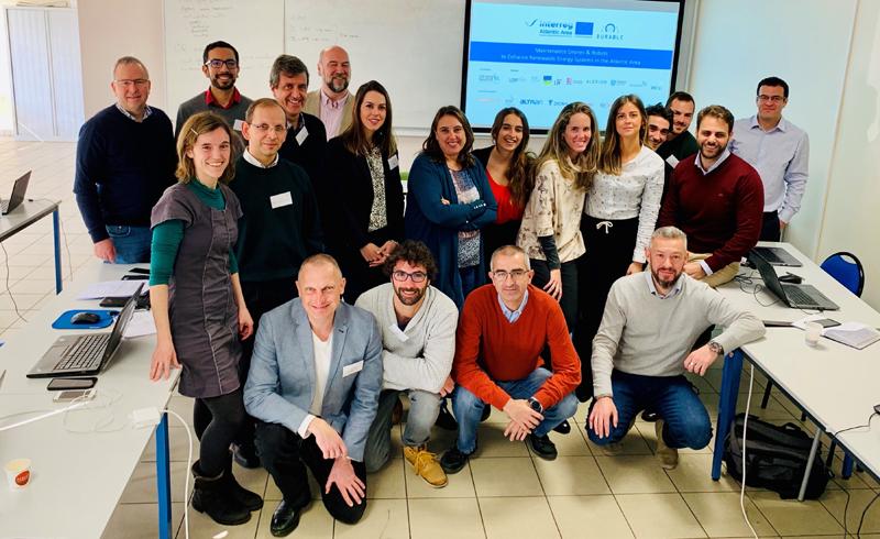 """Socios del proyecto Durable, acrónimo de """"Drones y robots de mantenimiento para el fomento de las energías renovables en el área atlántica"""", en la primera reunión del proyecto, celebrada en Bidart (Francia)."""