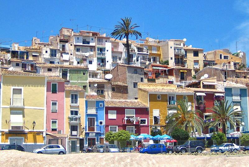 Playa en Villajoyosa, uno de los municipios con los que la Generalitat Valenciana firmará el convenio marco recién aprobado para los ayuntamientos que deseen ser Destinos Turísticos Inteligentes.