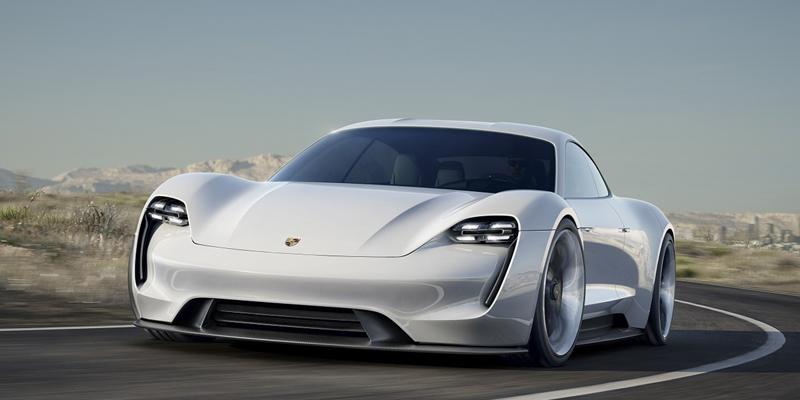Porsche Taycan, el primer modelo de vehículo completamente eléctrico del fabricante, que saldrá al mercado en 2020.