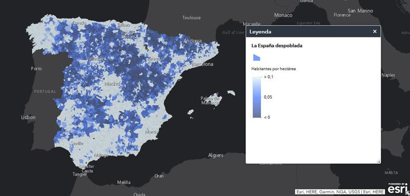 """Uno de los mapas interactivos del portal """"La España vacía"""" que resalta las zonas menos pobladas, a mayor tonalidad azul, menos habitantes por hectárea."""