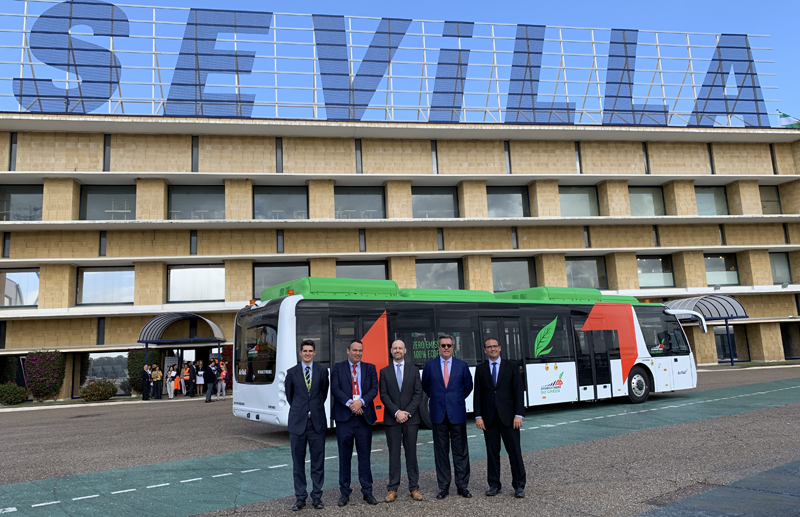 Puesta en funcionamiento del primer autobús eléctrico que opera en un aeropuerto español.