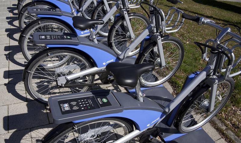Tendrán subvención los particulares que compren moto o bici eléctrica y las empresas que quiera poner en marcha un sistema de alquiler de bicis o motos eléctricas en la ciudad.
