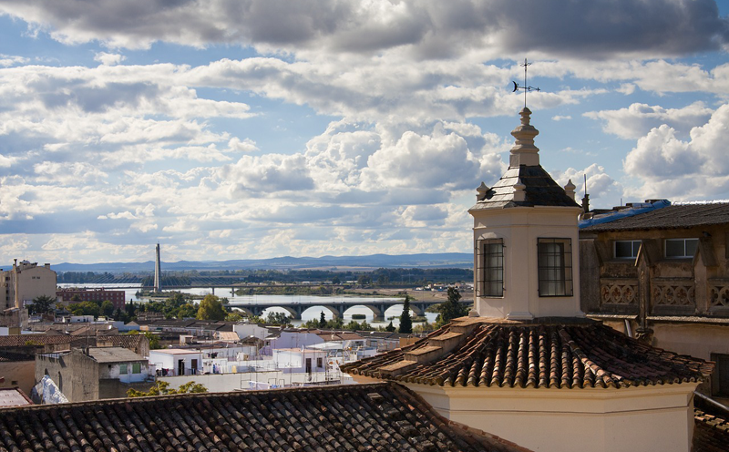 """Vista de la ciudad de Badajoz, donde se encuentra la diputación provincial que lleva a cabo el proyecto de territorio inteligente """"Badajoz es más""""."""