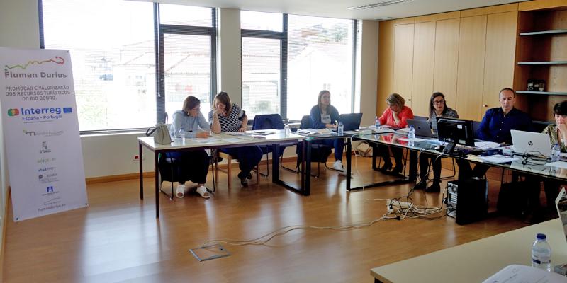 """Última reunión del consorcio del proyecto europeo de cooperación transfronteriza """"Flumen Durius"""", celebrada en la localidad portuguesa de Miranda de Douro."""