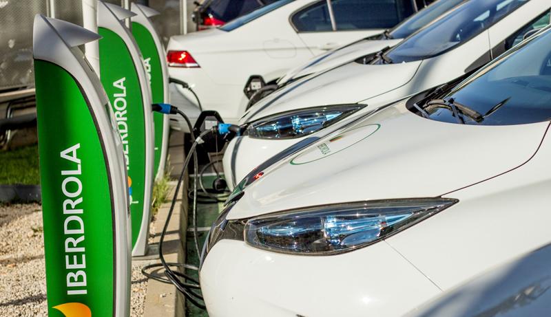 El acuerdo entre Iberdrola y Ballenoil implica la instalación de 20 cargadores rápidos en estaciones de servicio de nueve provincias de España, una cifra que se irá ampliando, según informa la eléctrica.