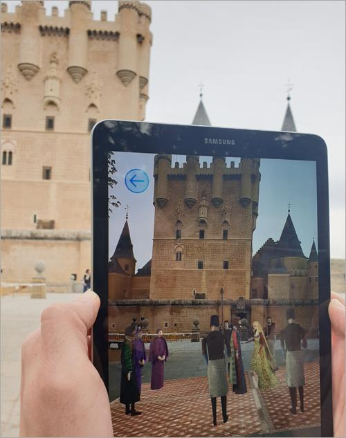 A través de las tecnologías de realidad aumentada y realidad mixta se pueden recrear escenas históricas de la época de los Reyes Católicos en Segovia.