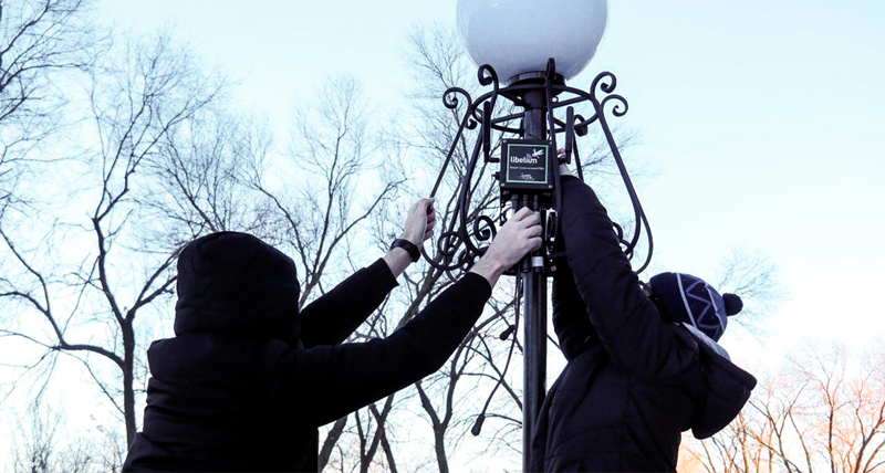 Proceso de instalación de uno de los kits de medidores encargados de recoger datos y enviarlos a través de red 4G para su almacenamiento en una red descentralizada.