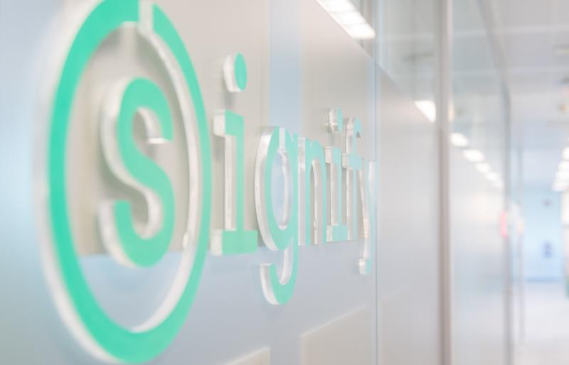 Signify, anteriormente Philips Lighting, es el líder mundial en iluminación para profesionales y consumidores e iluminación para el Internet de las Cosas.