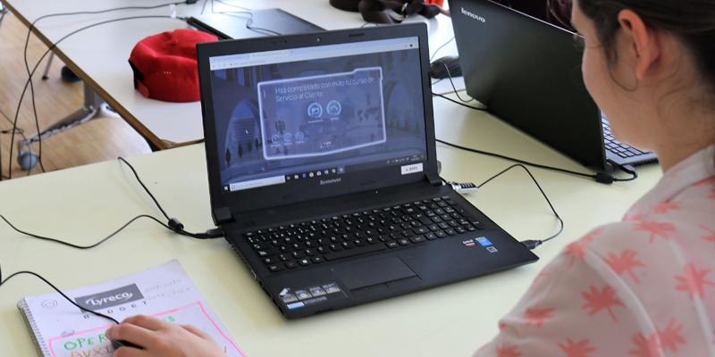 Tras detectar las necesidades de las personas con discapacidad intelectual, desarrollarán por equipos soluciones tecnológicas que den respuesta a los retos diarios a los que se enfrentan. Foto: Twitter Fundación Juan XXIII Roncalli.