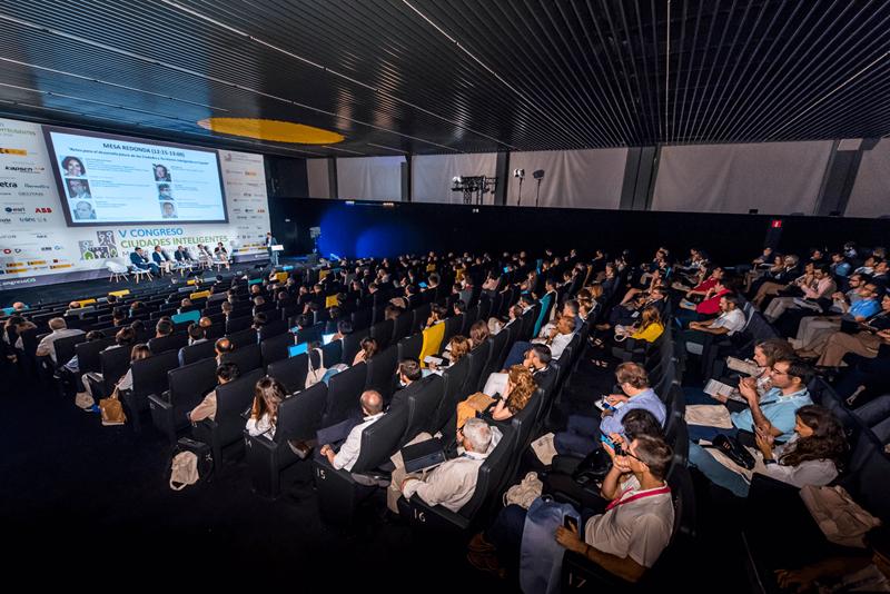El V Congreso Ciudades Inteligentes contó con cerca de 500 asistentes en el Espacio La Nave de Madrid.