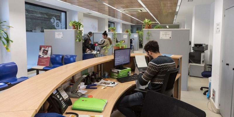 Oficina de atención a la ciudadanía en Almassora (Castellón). Una de las medidas que afectan a las oficinas de atención a la ciudadanía es el escaneo de la documentación en papel y su almacenamiento en bases de datos para adjuntarlas a los expedientes necesarios.