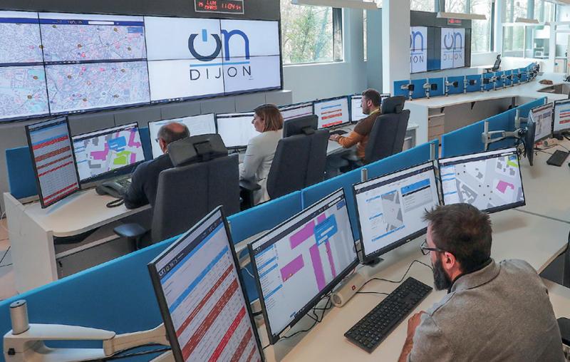 """Centro de control conectado del proyecto de región inteligente """"OnDijon"""" desde el que se hace seguimiento de los servicios de 23 municipios."""