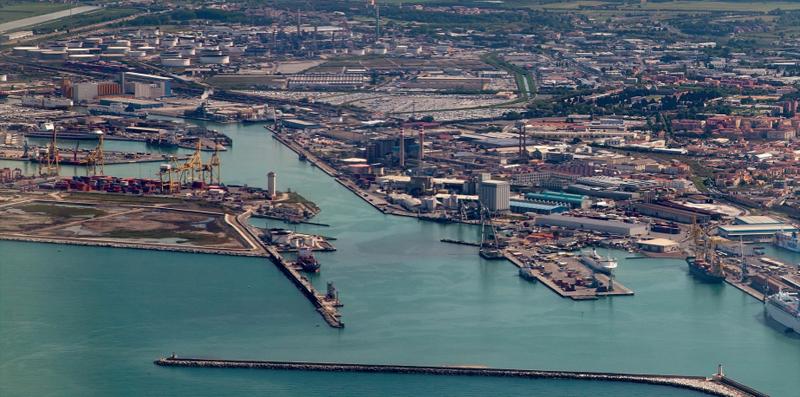 Vista aérea del puerto de Livorno (Italia) donde se desarrolla una de las pruebas.