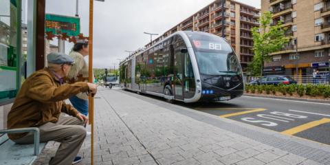 El Bus Eléctrico Inteligente se pasea por primera vez en Vitoria, aunque entrará en servicio en 2020