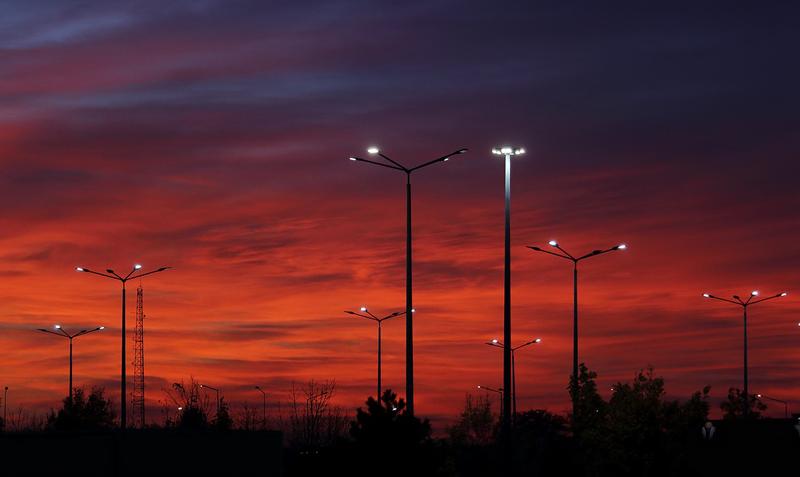 Con la sustitución de las luminarias por otras de tecnología LED y la instalación de soluciones para programar y controlar el flujo lumínico, los municipios beneficiarios ahorrarán hasta un 70% en el consumo energético.