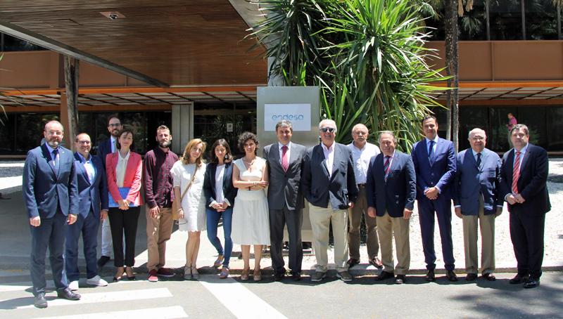 Asistentes a la reunión de la junta directiva del Clúster Smart City en la sede de Endesa en Sevilla, donde la energética explicó sus proyectos de transición energética para la Isla de la Cartuja.