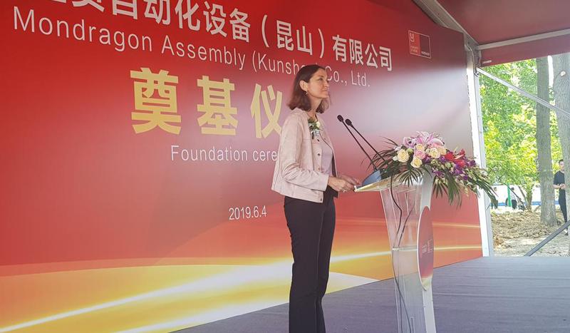 Reyes Maroto, ministra de Industria, participó en el acto de colocación de la primera piedra de la nueva planta de Mondragón Assembly, una de las empresas de Corporación Mondragón en China.