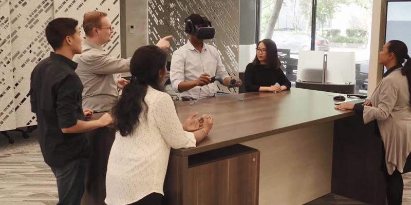 Experiencias de realidad virtual y aumentada, así como demostraciones en vivo y ensayos prácticos, son algunas de las actividades que ofrece el nuevo centro de innovación del vehículo eléctrico.