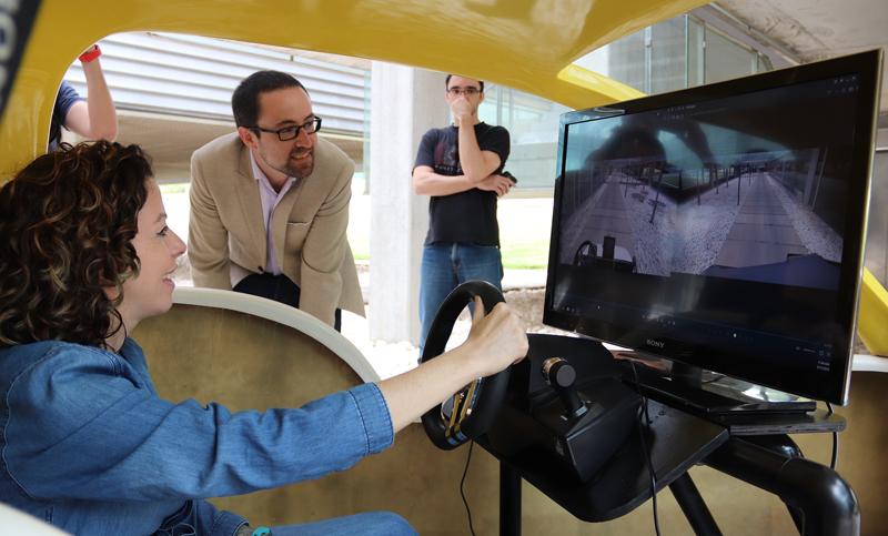 Una de las demostraciones de la Universidad Politécnica de Valencia, Orange y ZTE aplicando tecnología 5 al vehículo conectado.