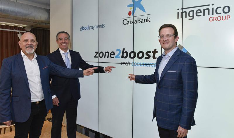 """De izquierda a derecha: Mark Antipof de Ingenico Group, Juan Antonio Alcaraz de CaixaBank, y Jeff Sloan de Global Payments durante la presentación de la iniciativa """"Zone2boost""""."""