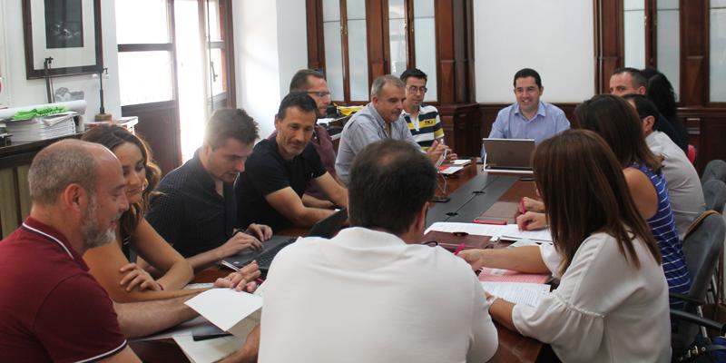 """El Gobierno municipal de Alcoy ha constituido la """"Smart Office"""", de la que forman parte técnicos, representantes de grupos políticos y de otras entidades de la ciudad."""