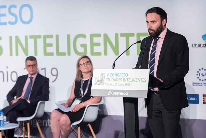 El concejal de Innovación del Ayuntamiento de Madrid, Ángel Niño, mostró su satisfacción por la celebración del V Congreso Ciudades Inteligentes en el espacio La Nave.
