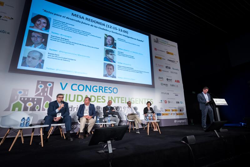 """Antonio Alcolea moderó la mesa redonda """"Retos para el desarrollo futuro de las Ciudades y Territorios Inteligentes en España""""."""