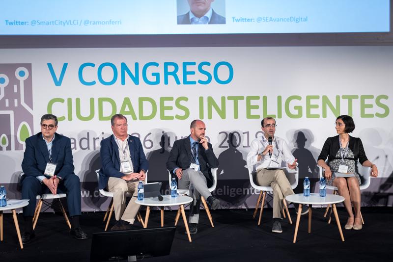 José Víctor Rodríguez, de la FEMP, en el debate de la mesa redonda.