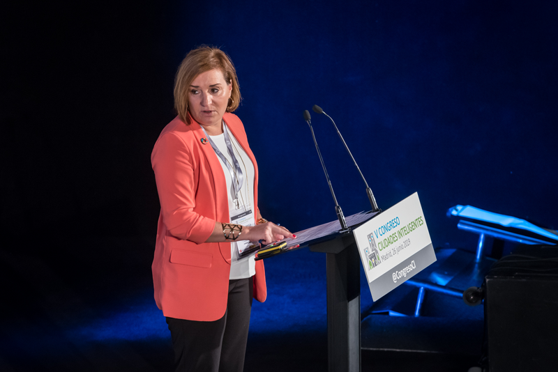 Mª Eugenia Simarro, directora general de Organización y Recursos de la FEMP moderó el primer bloque de ponencias.
