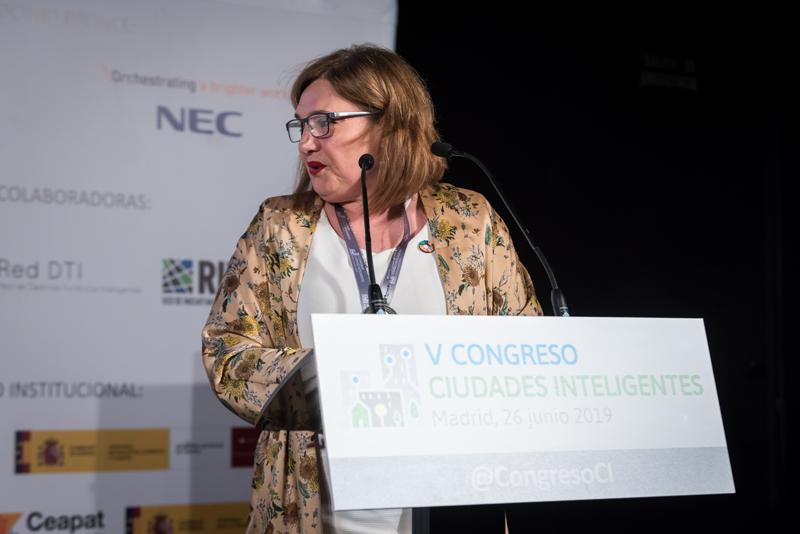 Rosalía Herrera, secretaria de la Red de Ciudades de la Ciencia y la Innovación (Red Innpulso),moderó el bloque de ponencias.