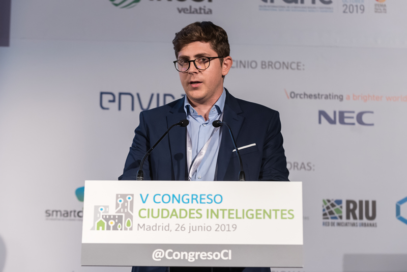 """Guillermo Mas, responsable de Proyectos de Innovación Urbana de SUEZ España presentó """"Smart Green: riego urbano inteligente a través de IoT e inteligencia artificial""""."""