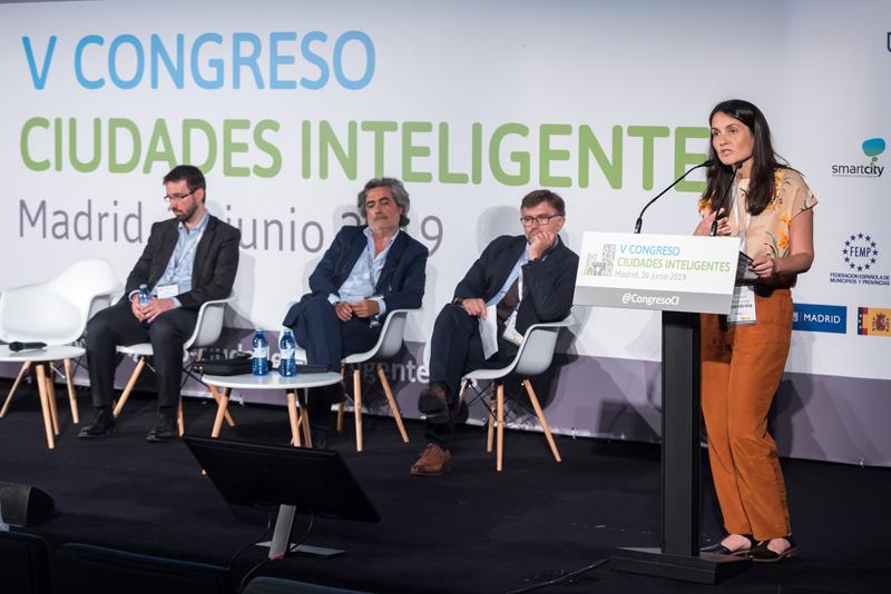 """Trinidad Moya, responsable de Planificación de Red Global del Negocio de Redes en Iberdrola, presentó la comunicación """"Smart Cities: ciudades conectadas con la innovación""""."""