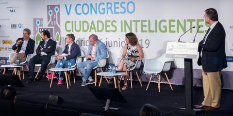 Mesa Redonda: Estrategia, financiación y sostenibilidad de las inversiones en los proyectos de ciudad/territorio inteligente: barreras y oportunidades