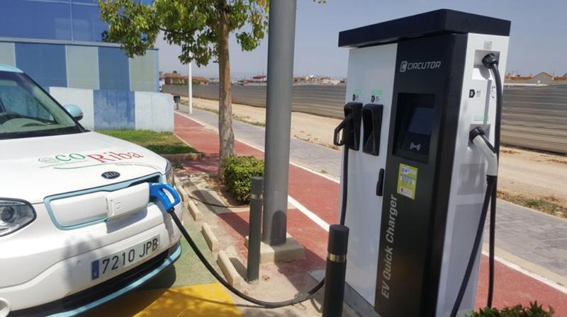 La electrolinera de carga rápida de Riba-roja de Túria (Valencia) dispone de tres conectores diferentes y ofrece recarga gratuita.
